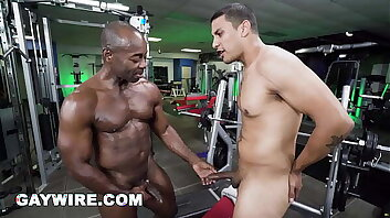GAYWIRE - Aaron Trainer & Leo Silva Interracial Sex In The Gym